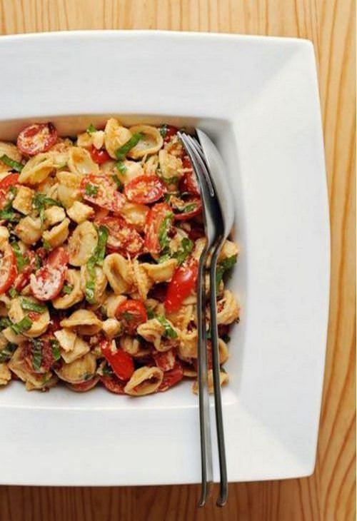 מתכון לסלט פסטה עם עגבניות מיובשות