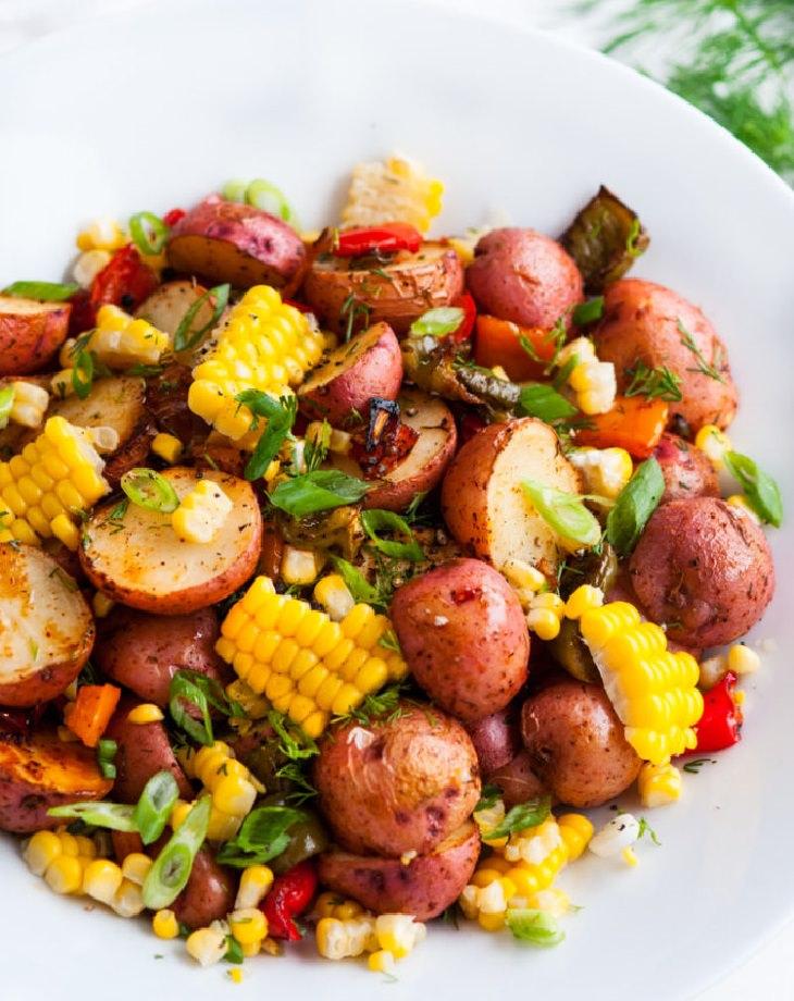 מתכון לסלט ירקות טריים וצלויים