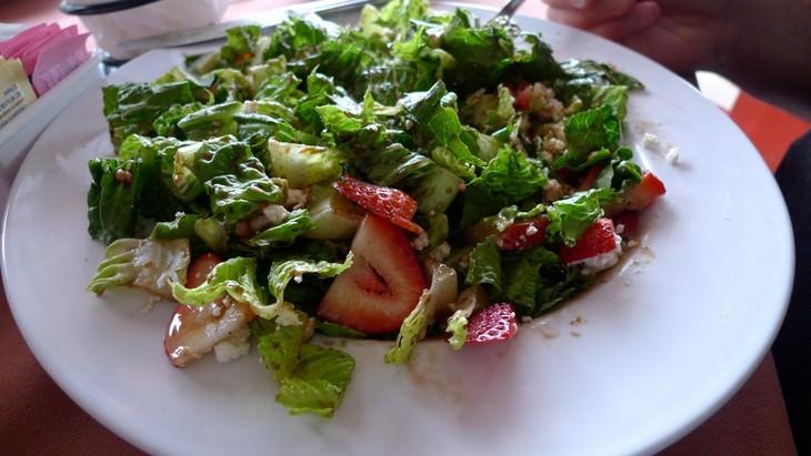 מתכון קל לסלט תותים וחסה