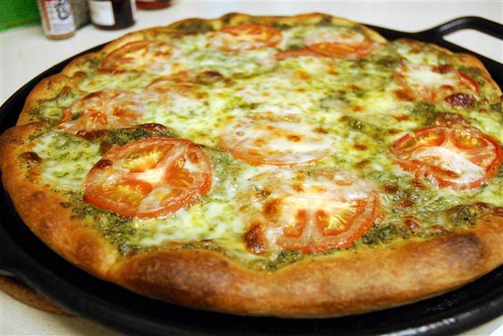 מתכון לפיצה עם ממרח פסטו קייל