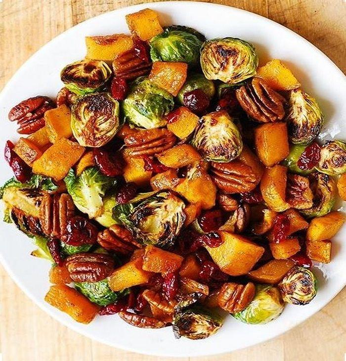 מתכון לסלט כרוב ניצנים, דלורית ופירות יבשים