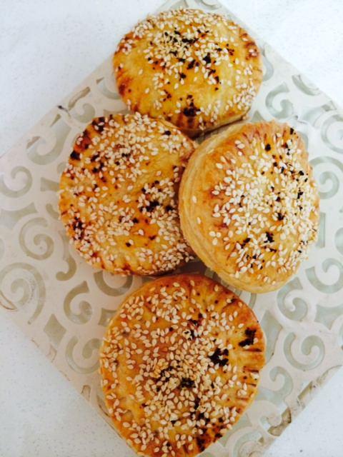 """מתכון לבורקס בשר ופטריות מהבלוג """"יפצ'וק מבשלת ואופה"""""""