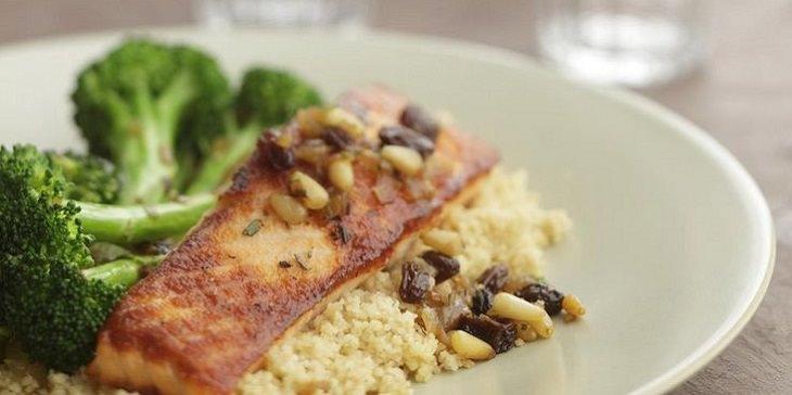 מתכון לדג סלמון צרוב עם ברוקולי מטוגן