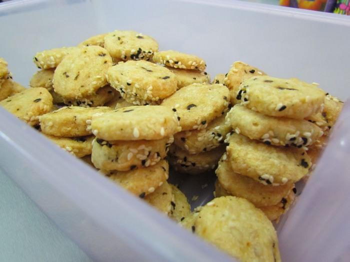 """מתכון לעוגיות מלוחות מפרמזן ועגבניות מיובשות מהבלוג """"קוקילינה"""""""