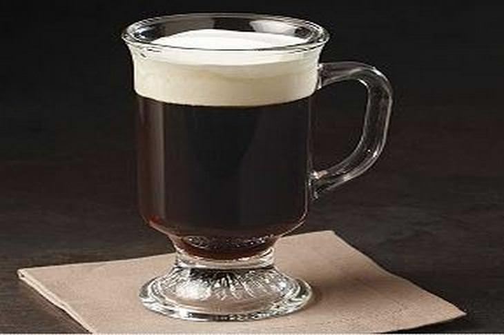 מתכון לקפה חם עם ויסקי - אייריש קופי חם