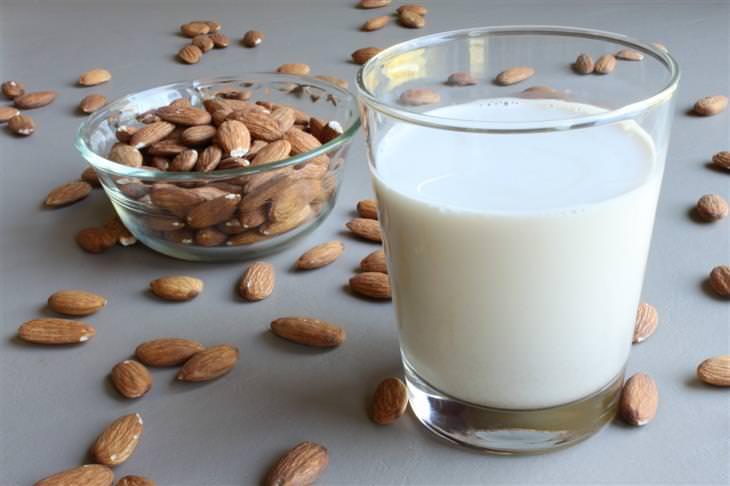 מתכון לחלב שקדים ללא סוכר