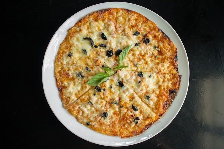 מתכון לפיצה מבצק דל פחמימות