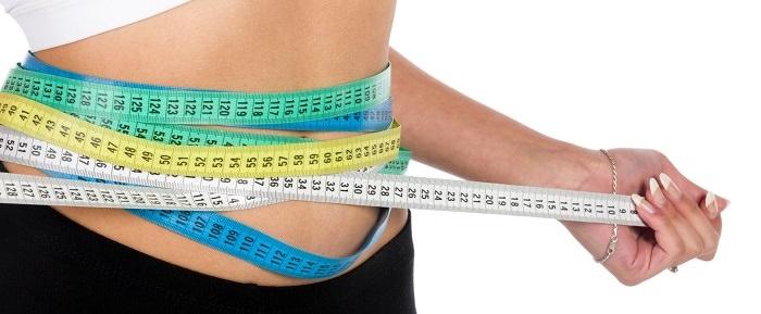 דיאטת דש ומתכונים: אישה צרת בטן