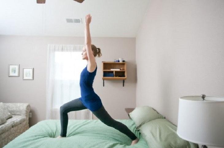 תרגילי מתיחות לשינה טובה: מתיחת תנוחת הלוחם
