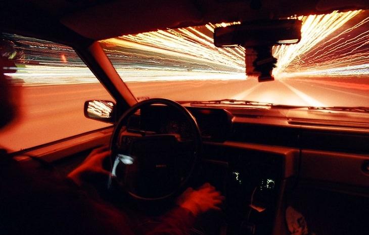 חיזוק המוח לנהיגה בטוחה: נהיגה במהירות