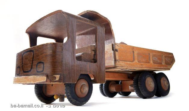 משאית צעצוע