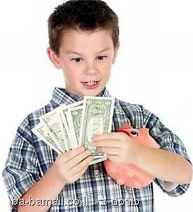 ילד עם דמי כיס וקופת חיסכון