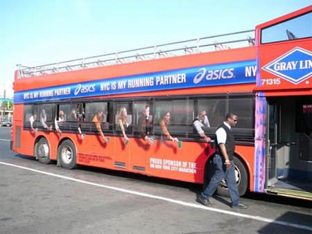 מודעות על אוטובוס