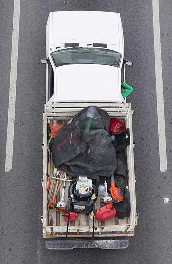 אנשים במשאיות