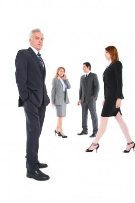 10 דרכים להיות להיות יותר כריזמטי ושופע ביטחון