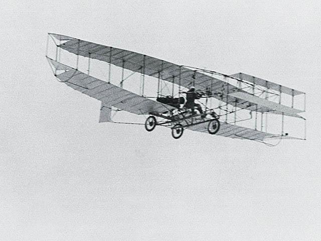 המטוס הראשון