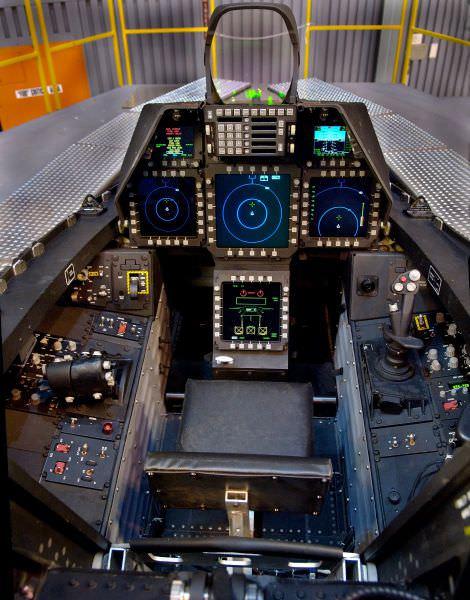 תא הטייס של מטוסים ומסוקים