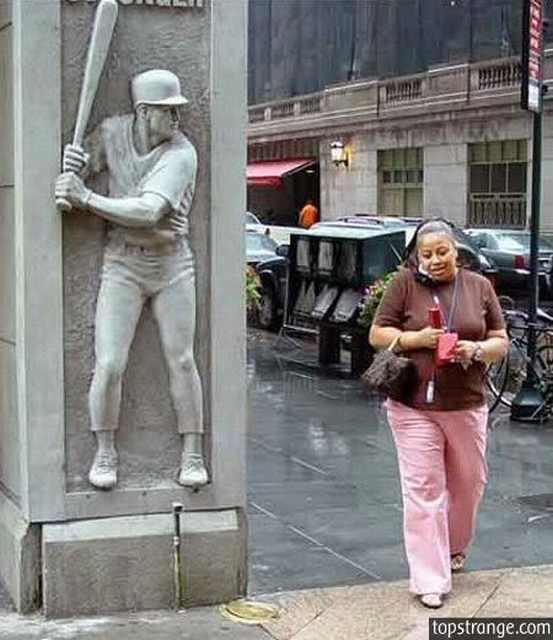 פסלים אלימים