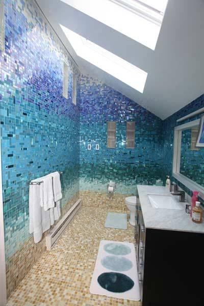 חדר אמבטיה מעוצב כמו חוף ים