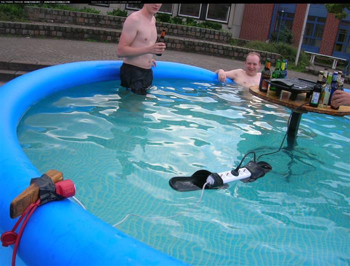 בדיחות על קיץ, ים ובריכה