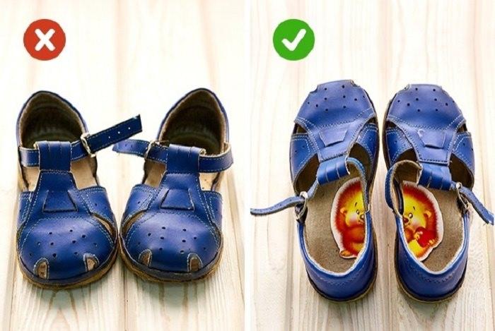 נעלי ילד עם מדבקות