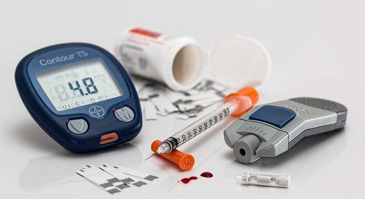 סימנים למצבים המחקים דמנציה: מכשירים למדידת רמות סוכר בדם