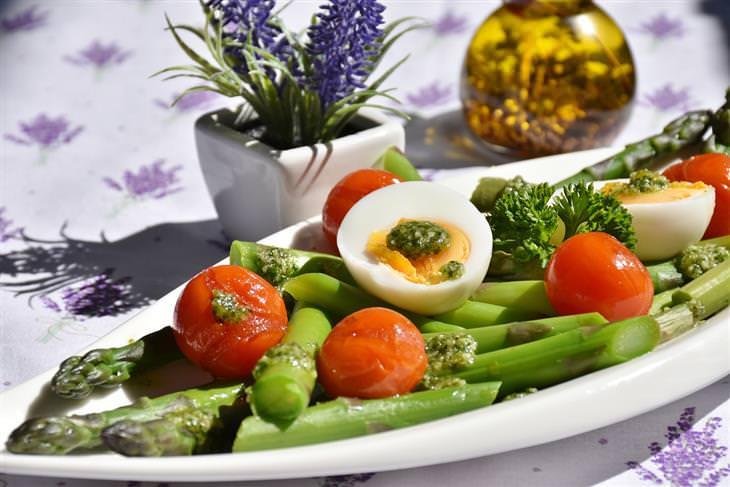 טיפים לצום קל ביום כיפור: סלט שעועית, עגבניות שרי וביצים קשות