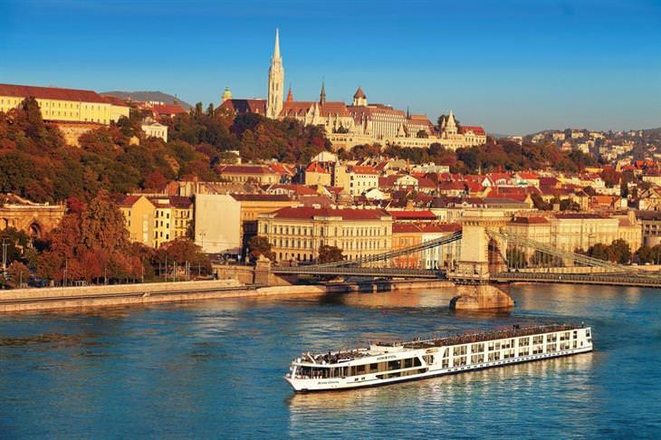 10 אטרקציות מומלצות בבודפשט: אונייה בנהר הדנובה