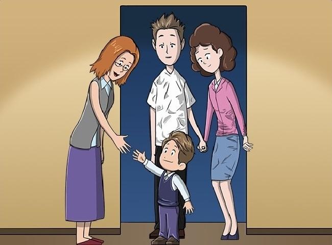 ילד לבוש יפה לצד הורים בבגדים מקומטים