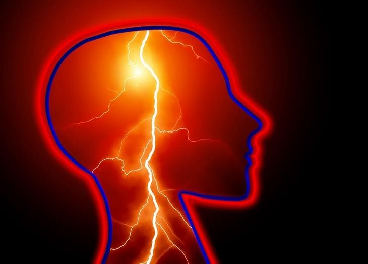 יתרונות בריאותיים של מנדרינות: איור של ראש ובתוכו ברק