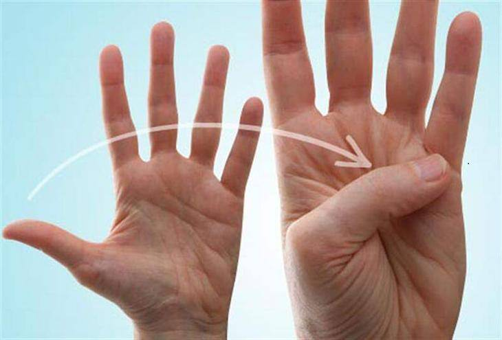 אימונים לחיזוק כפות הידיים: תרגיל כיפוף האגודל