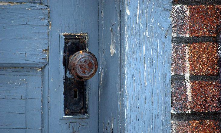 ידית של דלת כניסה לבית