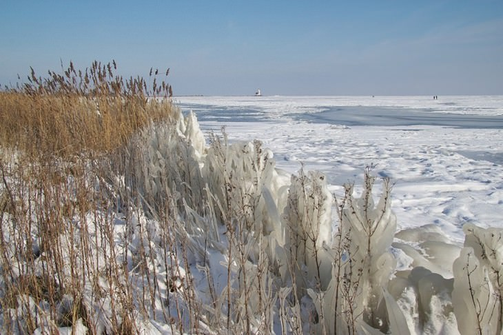 אגם אייסלמיר מכוסה שלג
