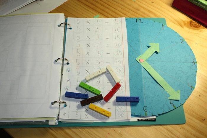בדידים ומחברת מתימטיקה