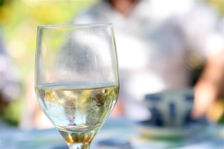 חצי כוס מלאה במים