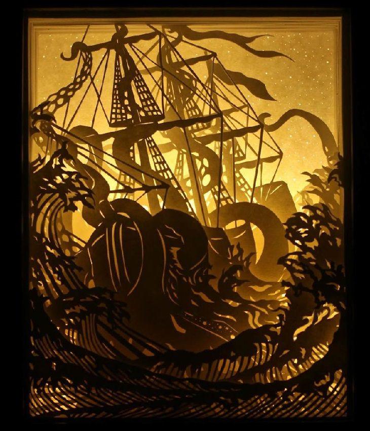ספינה עתיקה נוטה הצידה בעת שיט בים סוער