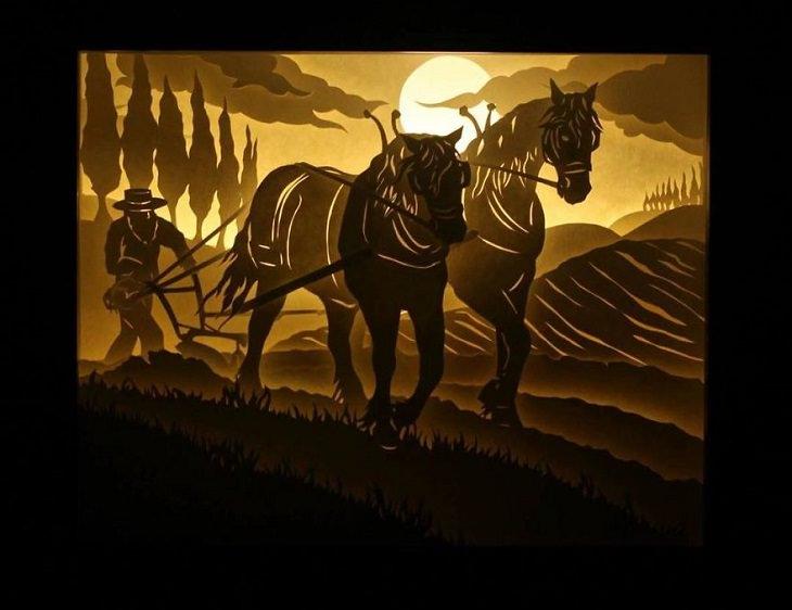 חקלאי חורש את אדמתו עם סוסים