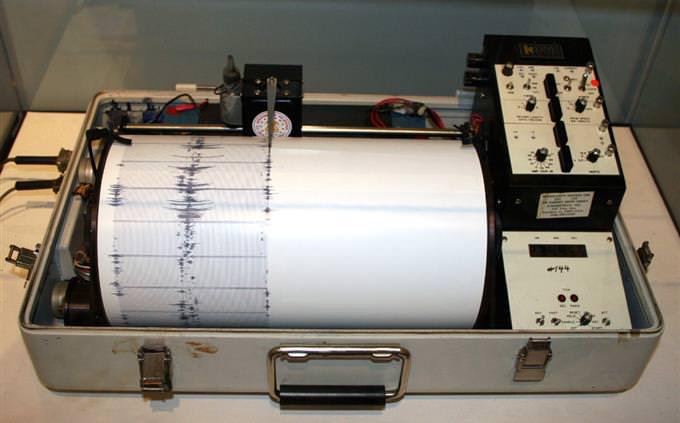 מכשיר למדידת עוצמה של רעידות אדמה