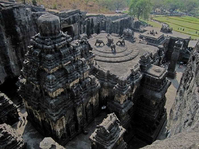 מערות אלורה בהודו