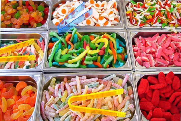 טיפים להורים להרגלי אכילה נכונים לילדים: דוכן ממתקים