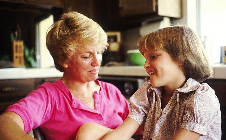 50 חוקי זהב להורות נכונה: אמא ובן