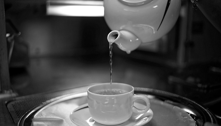 יתרונות בריאותיים של שתיית מים חמים