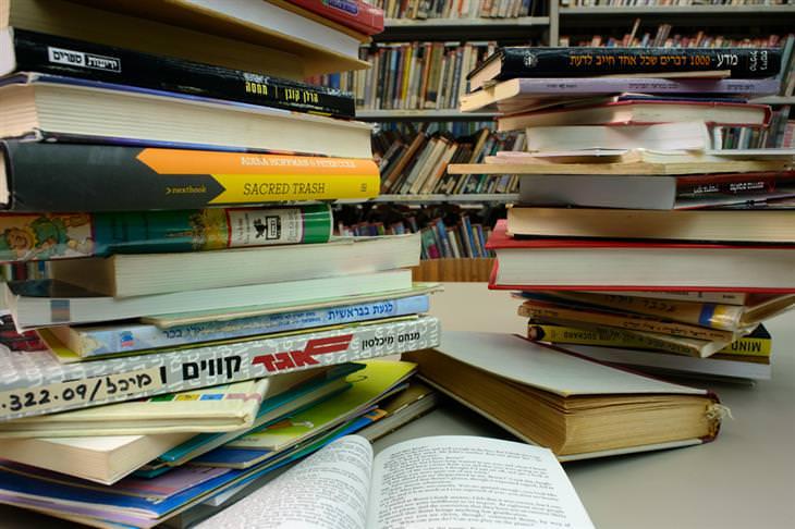 שיטת קון-מארי לסידור הבית: המון ספרים