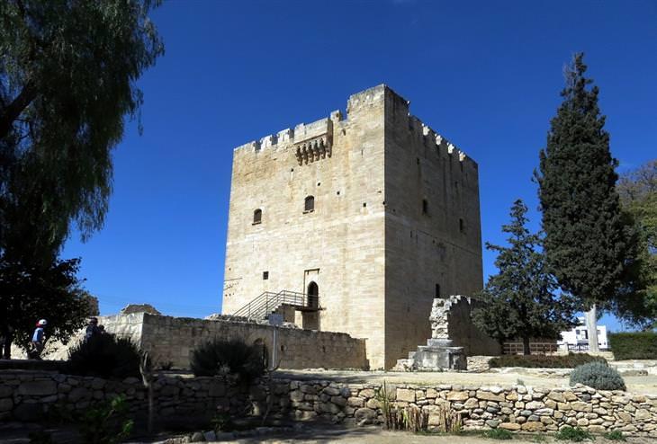יעדים בקפריסין: מבצר קולוסי, לימוסל