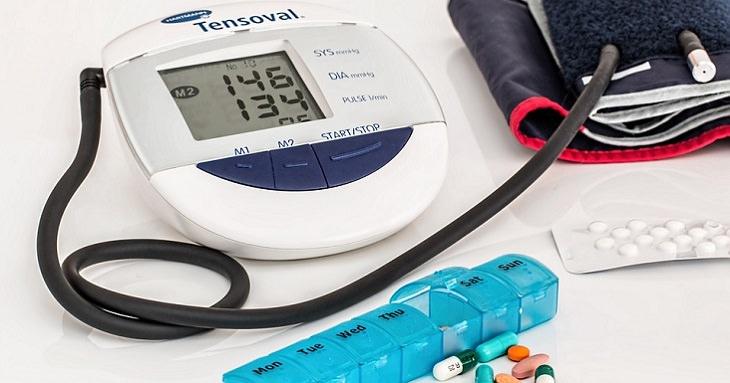 יתרונות בריאותיים של הקיווי: מד לחץ דם