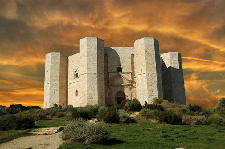 אתרי מורשת עולמית באיטליה - קסטל דל מונטה