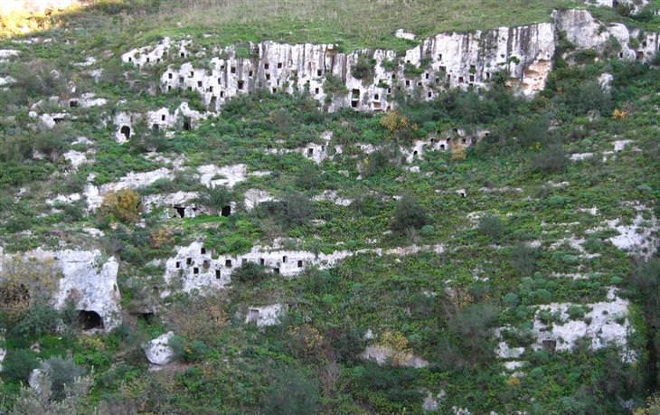 אתרי מורשת עולמית באיטליה - הנקרופוליס בפנטליקה