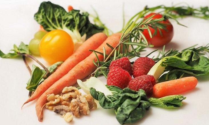 יתרונות בריאותיים של אכילת מזון נא