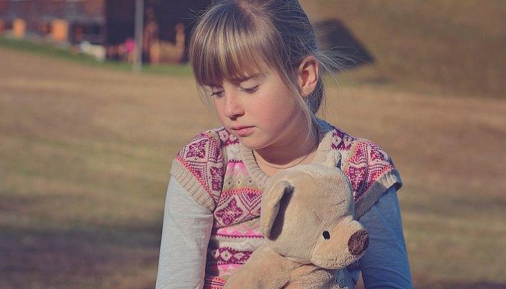 כך תעזרו לילדיכם להתמודד עם חרדה