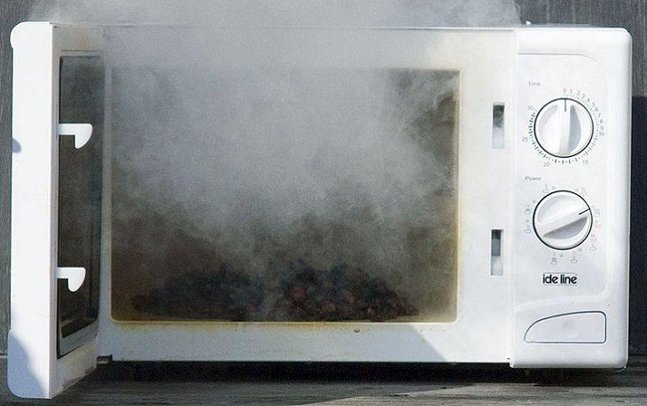 מוצרים שמסוכן לחמם במיקרוגל